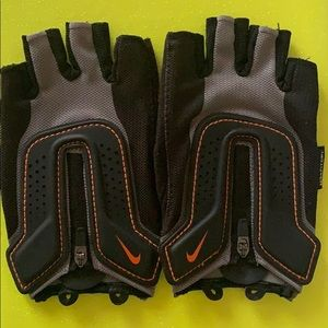 Women's NIKE Workout Gloves - Size Small